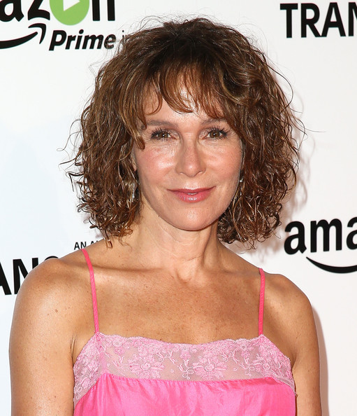 Jennifer Grey Curled Out Bob [hair,hairstyle,chin,brown hair,human,blond,long hair,bangs,layered hair,lace wig,red carpet,jennifer grey,california,los angeles,ace hotel,amazon studios,premiere,premiere]