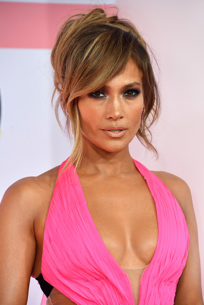 Jennifer Lopez Messy Updo [hair,blond,hairstyle,clothing,pink,beauty,brown hair,long hair,muscle,hair coloring,jennifer lopez,american music awards,hair,hairstyle,red carpet fashion,celebrity,clothing,pink,theater,microsoft theater,jennifer lopez,american music awards of 2018,microsoft theater,american music awards 2018,2018 mtv video music awards,2018,red carpet fashion,celebrity]