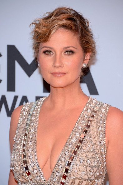 Jennifer Nettles Messy Updo