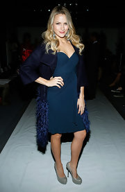 Shantel was elegant in a navy blue silk jersey ruched drape front cocktail dress. She paired the look with gray platform pumps.