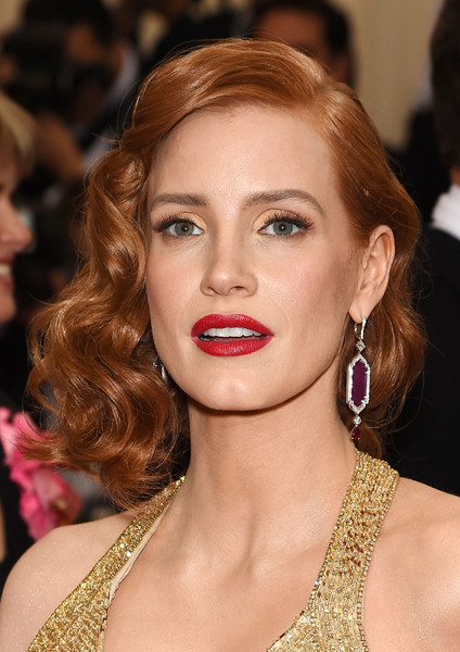 Jessica Chastain Red Lipstick [through the looking glass,hair,eyebrow,beauty,lip,human hair color,blond,chin,hairstyle,fashion model,cheek,arrivals,jessica chastain,china,new york city,metropolitan museum of art,costume institute benefit gala]