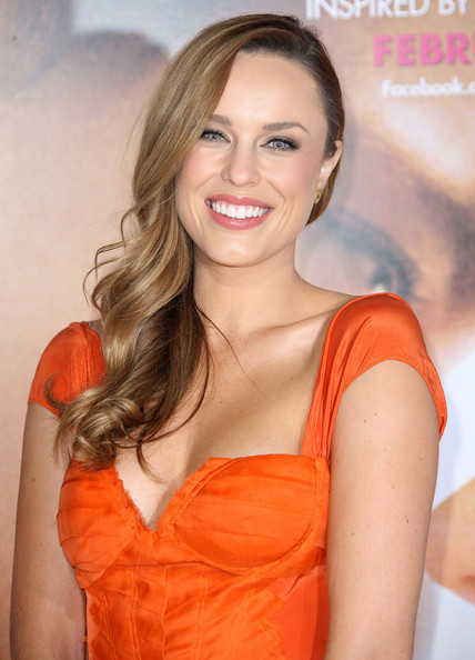 Jessica McNamee Side Sweep