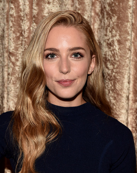 Jessica Rothe Long Wavy Cut
