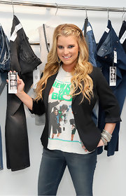 Jessica Simpson showed off her sparkling diamond bracelets while hitting the premiere of her jeanswear collection.