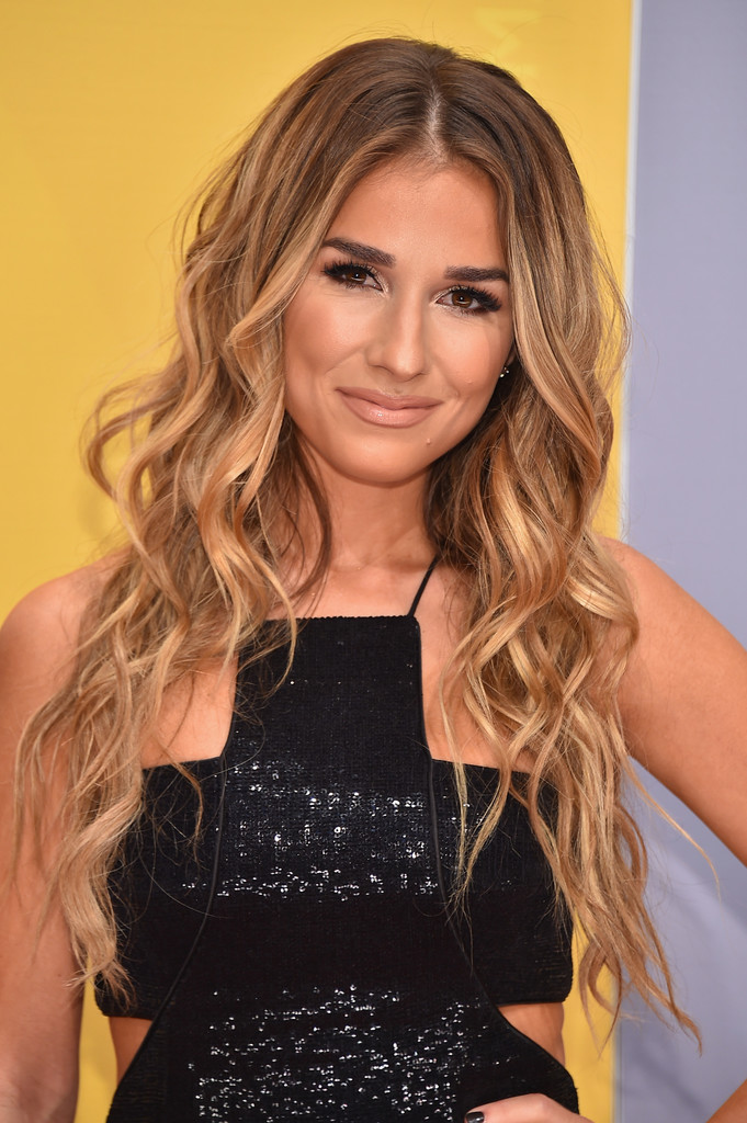 Jessie James Decker Nude Photos 13