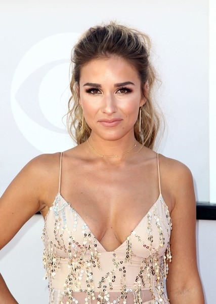 Jessie James Decker Loose Ponytail [photo,hair,hairstyle,clothing,fashion model,beauty,dress,eyebrow,skin,cocktail dress,lady,arrivals,jessie james decker,tommaso boddi,nevada,las vegas,t-mobile arena,afp,academy of country music awards]