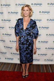 Julie Bowen chose a kimono-inspired floral dress by Lela Rose for the Laughter is the Best Medicine event.