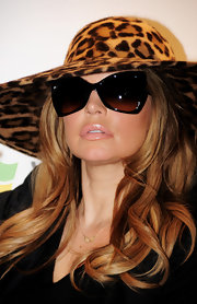Fergie glamed up her look with a glistening pink pout.