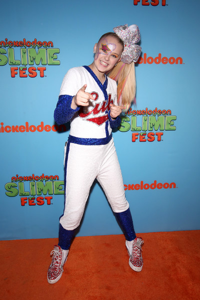 JoJo Siwa Basketball Sneakers [sports uniform,arm,uniform,softball,fun,muscle,baseball,world,costume,softball,jojo siwa,sports uniform,uniform,arm,chicago,huntington bank pavilion,nickelodeon,second annual slimefest,show]