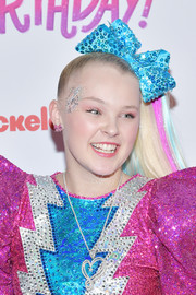 JoJo Siwa sported her signature tight ponytail during her 16th birthday celebration.