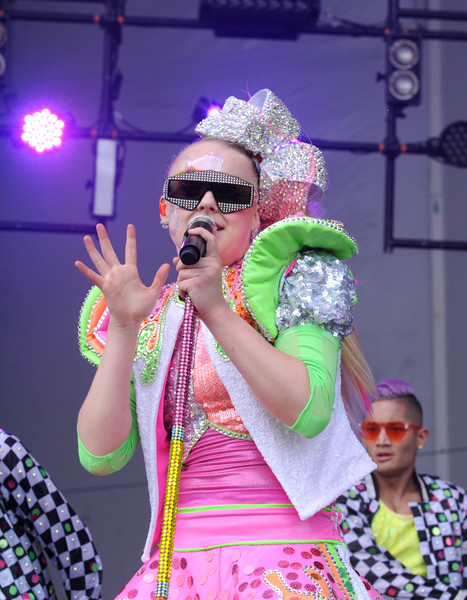 JoJo Siwa Rectangular Sunglasses [performance,green,pink,event,performance art,fashion,fun,performing arts,festival,stage,jojo siwa,huntington bank pavilion,chicago,illinois,nickelodeon,second annual slimefest,show]