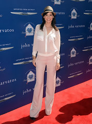 A classic white button down topped off Perrey Reeves modern and streamline look.