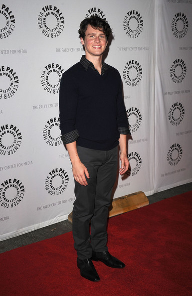 Jonathan Groff V-neck Sweater [glee,carpet,red carpet,flooring,shoulder,jonathan groff,paleyfest presents ``glee,beverly hills,california,saban theatre,event,27th annual paleyfest]