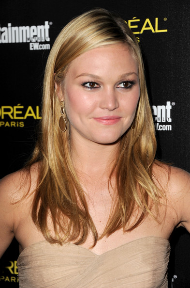 Julia Stiles Gold Dangle Earrings