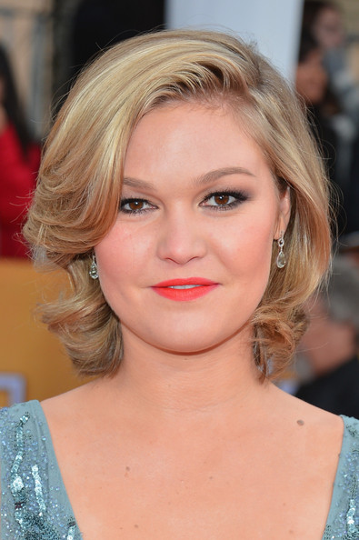 Julia Stiles Curled Out Bob [red carpet,hair,face,hairstyle,blond,lip,chin,eyebrow,beauty,shoulder,layered hair,julia stiles,screen actors guild awards,california,los angeles,the shrine auditorium,19th annual screen actors guild awards]