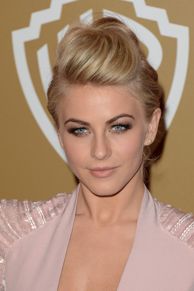 Julianne Hough Pompadour [hair,eyebrow,blond,beauty,human hair color,hairstyle,chin,eyelash,forehead,fashion model,julianne hough,instyle golden globe awards,beverly hilton hotel,beverly hills,california,oasis courtyard,warner bros,party,arrivals]
