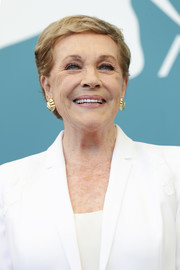 Julie Andrews wore her hair in a simple short, side-parted style at the Venice Film Festival Golden Lion Award photocall.