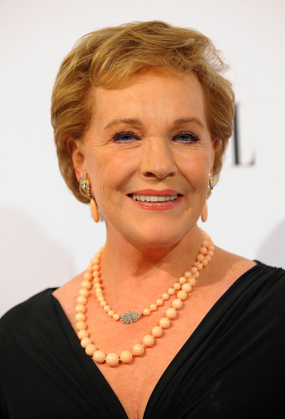 Julie Andrews Short Side Part [hair,face,hairstyle,chin,eyebrow,lady,blond,forehead,smile,pearl,16th annual women in hollywood tribute - arrivals,julie andrews,loreal paris legend award,beverly hills,california,four seasons hotel,elle women in hollywood tribute]
