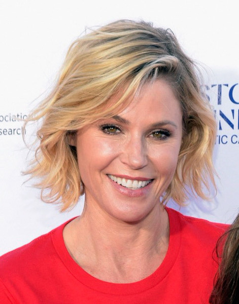 Julie Bowen Short Wavy Cut [stand up to cancer marks 10 years of impact in cancer research,hair,face,blond,hairstyle,eyebrow,chin,beauty,smile,layered hair,lip,arrivals,julie bowen,impact,telecast,cancer research,barker hangar,santa monica,california,stand up to cancer]
