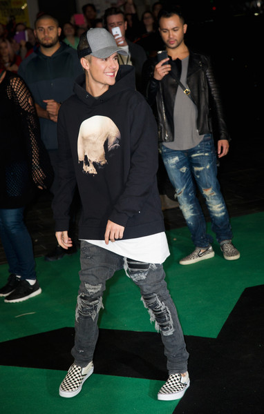 Justin Bieber added a heavy dose of edge with a pair of torn jeans by Amiri.