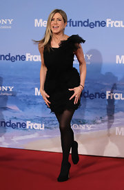 Jennifer Aniston finished off her monochromatic look at the German premiere of 'Just Go With It' with black suede pumps.