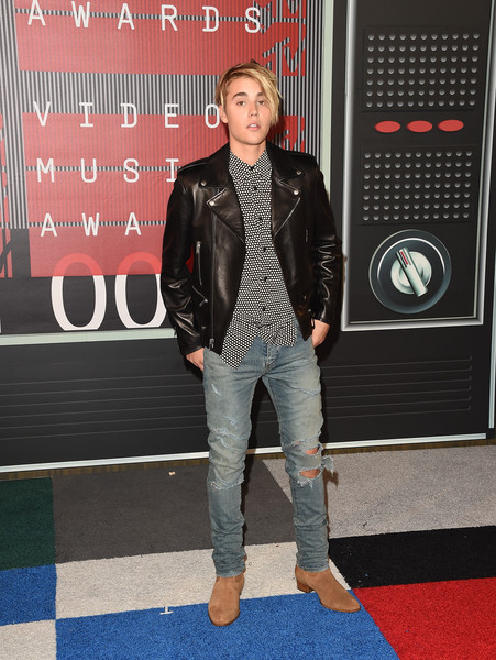 Justin Bieber Ripped Jeans [clothing,denim,jeans,red carpet,carpet,jacket,leather,leather jacket,fashion,outerwear,arrivals,justin bieber,mtv video music awards,microsoft theater,los angeles,california]