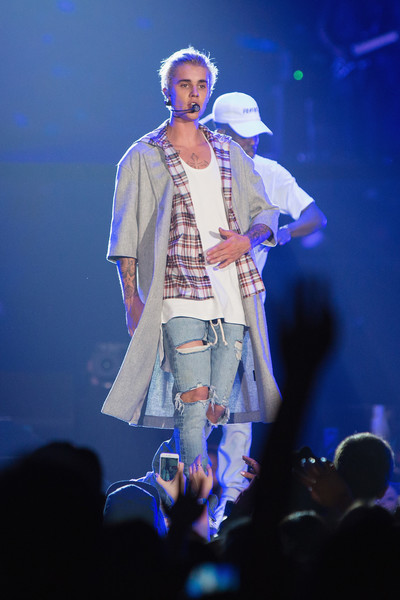 Justin Bieber topped off his layered look with gray coat by Fear of Gold for his Purpose World Tour.