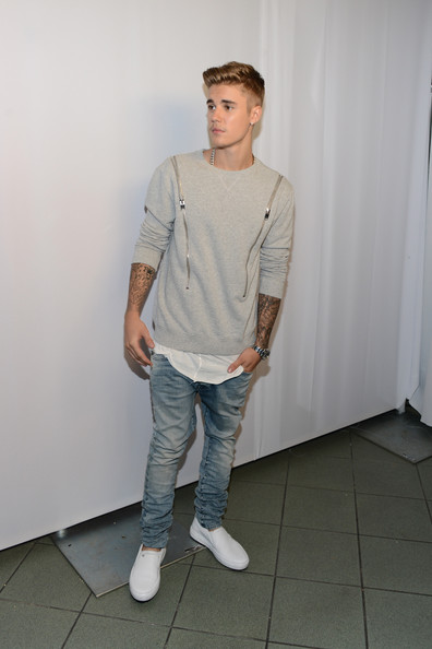 Justin Bieber Crewneck Sweater [pink,justin bieber,young hollywood awards,white,clothing,standing,shoulder,t-shirt,jeans,fashion,footwear,human,shoe,california,los angeles,the wiltern]
