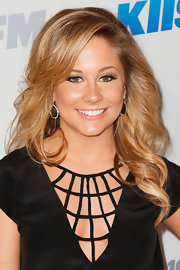Shawn Johnson glammed it up with this gorgeous curly 'do at the Jingle Ball.