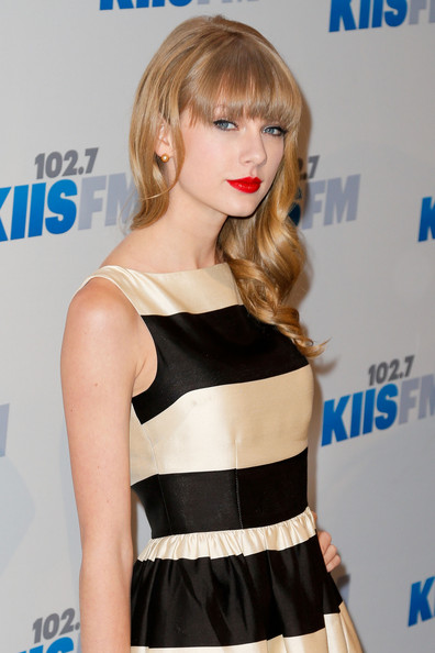 More Pics of Taylor Swift Print Dress (2 of 18) - Taylor Swift Lookbook - StyleBistro