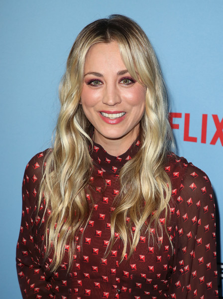 Kaley Cuoco Long Wavy Cut [between two ferns: the movie,la premiere,hair,blond,face,hairstyle,eyebrow,lip,long hair,layered hair,premiere,hair coloring,arrivals,kaley cuoco,arclight hollywood,la,california,netflix,premiere]