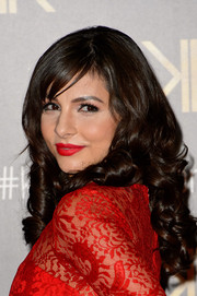 Roxanne Pallett wore a super-sweet curly 'do with side-swept bangs when she attended the Kardashian Kollection for Lipsy launch.