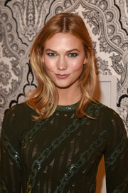 Karlie Kloss wore subtle, face-framing waves when she hosted the L'Oreal Paris TIFF kickoff reception.