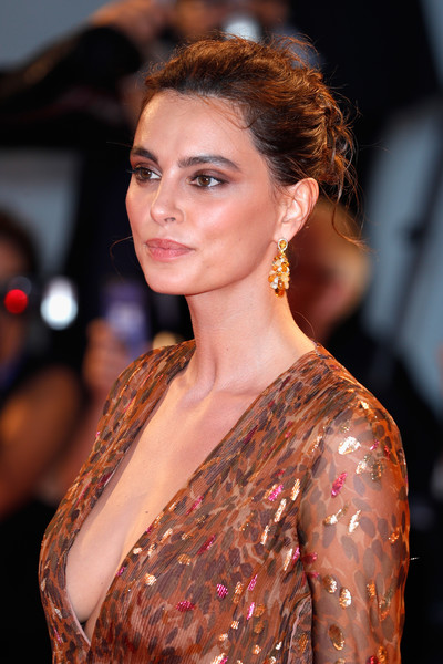 Kasia Smutniak Messy Updo [hair,hairstyle,beauty,eyebrow,lady,chin,premiere,brown hair,lip,shoulder,venice,italy,kineo diamanti award ceremony,venice film festival,kasia smutniak]