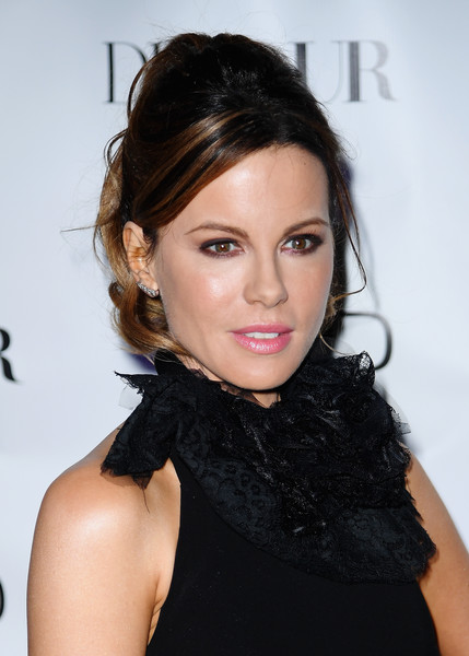 Kate Beckinsale looked sweet wearing this high, curly ponytail at the celebration of the DuJour Magazine spring issue cover.