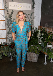 Kate Hudson coordinated her look with a pair of bronze sandals.