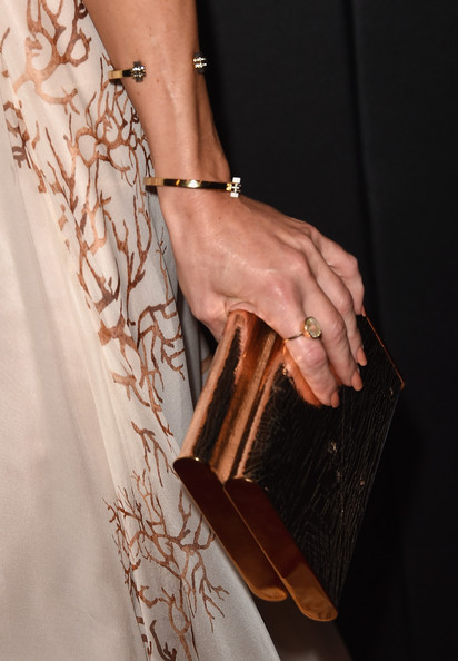 Kate Hudson Metallic Clutch [hand,fashion,brown,wrist,nail,arm,leather,finger,jewellery,dress,arrivals,kate hudson,people magazine awards,fashion detail,beverly hills,california,the beverly hilton hotel]