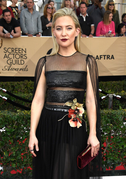 Kate Hudson Velvet Clutch [dress,clothing,red carpet,carpet,premiere,fashion,hairstyle,shoulder,flooring,event,arrivals,kate hudson,screen actors guild awards,los angeles,california,the shrine auditorium]