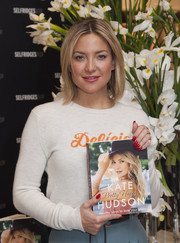 Kate Hudson showed off a bright red mani during her book signing.