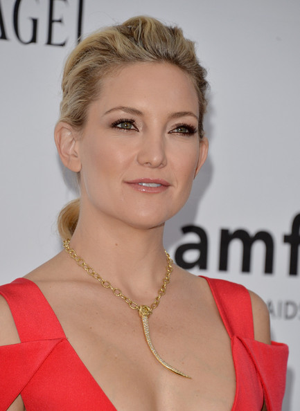 Kate Hudson Oversized Pendant Necklace [hair,face,hairstyle,lip,eyebrow,blond,chin,skin,beauty,shoulder,arrivals,kate hudson,los angeles,hollywood,california,amfar,milk studios,amfar inspiration gala]