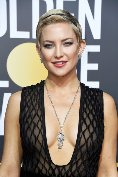 Kate Hudson Short Side Part [fashion model,beauty,hairstyle,blond,long hair,brown hair,neck,flooring,jewellery,girl,arrivals,kate hudson,beverly hills,california,the beverly hilton hotel,golden globe awards,the 75th annual golden globe awards,kate hudson,75th golden globe awards,pixie cut,actor,fashion,golden globe award,hairstyle,just jared]