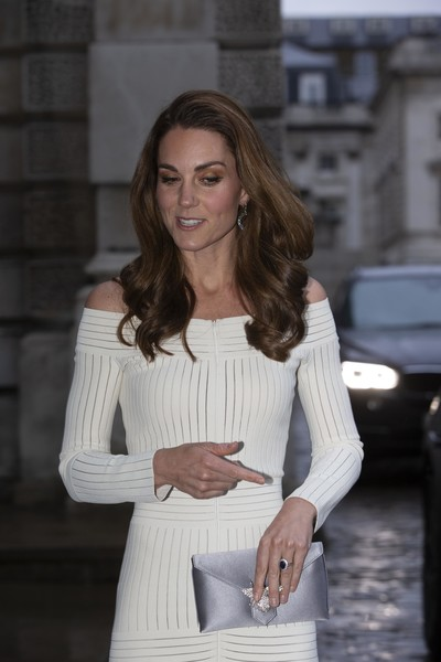 Kate Middleton Satin Clutch [patron of action on addiction,hair,white,street fashion,fashion,beauty,lady,hairstyle,shoulder,long hair,layered hair,catherine,duchess of cambridge attends addiction awareness,dinner,duchess,recognition,addiction awareness week,cambridge,phillips gallery,gala dinner]
