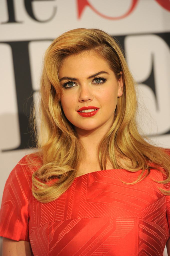 Kate Upton Red Lipstick - Kate Upton Beauty Looks - StyleBistro