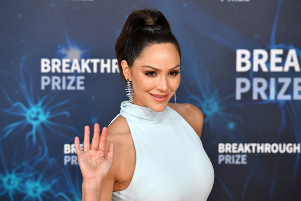 Katharine McPhee Ponytail [skin,shoulder,premiere,television presenter,eyelash,carpet,ear,red carpet,katharine mcphee,breakthrough prize,mountain view,california,nasa ames research center]