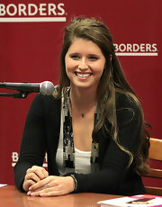 Katherine was casual with a half-up hairstyle during her book signing at Borders.