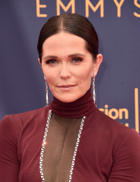Katie Aselton Ponytail [hair,face,eyebrow,hairstyle,forehead,chin,lip,premiere,neck,black hair,arrivals,katie aselton,creative arts emmy awards,california,los angeles,microsoft theater,creative arts emmys]