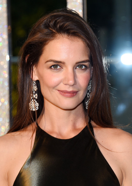 Katie Holmes Diamond Chandelier Earrings [hair,face,hairstyle,eyebrow,beauty,brown hair,chin,long hair,lip,layered hair,katie holmes,cocktails,alice tully hall,new york city,lincoln center,cfda fashion awards]