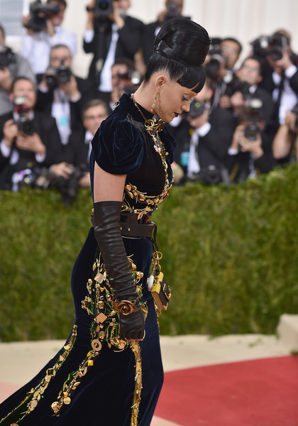 Katy Perry Gold Bracelet [manus x machina: fashion in an age of technology costume institute gala - arrivals,red carpet,fashion,flooring,dress,carpet,joint,event,premiere,dance,performance,katy perry,new york city,metropolitan museum of art,manus x machina: fashion in an age of technology costume institute gala]