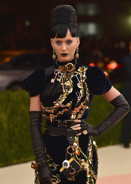 Katy Perry Gold Ring [manus x machina: fashion in an age of technology costume institute gala - arrivals,fashion,beauty,fashion accessory,fashion design,model,jewellery,black hair,performance,style,katy perry,new york city,metropolitan museum of art,manus x machina: fashion in an age of technology costume institute gala]