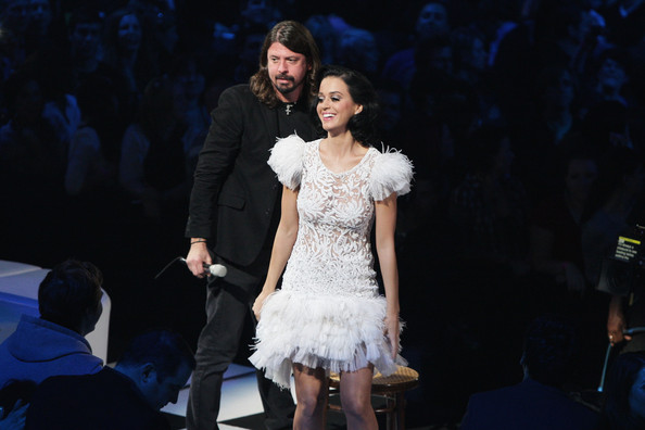 Katy Perry Embroidered Dress [katy perry,dave grohl,mtv europe music awards 2009 - show,stage,fashion,performance,dress,event,performing arts,performance art,fashion design,fashion model,haute couture,dance,berlin,germany,o2 arena]